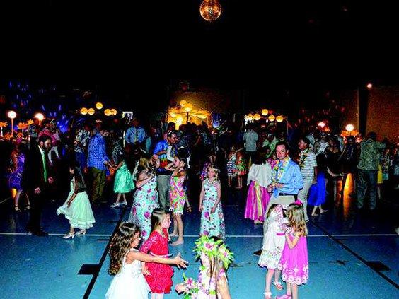 3  crowd dancing